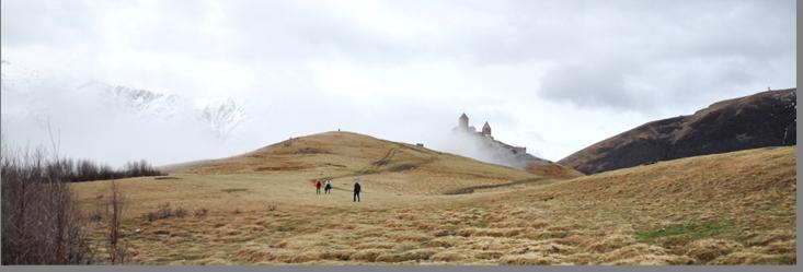 Подъем к монастырю Самеба. Запыхавшись, и взмокнув от пота, выбираемся на плато.